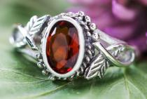 Zarter Damen Ring ~ LIÂNA ~ 0.8 cm - Elfenschmuck - Roter Kristall - Silber - Windalf.de