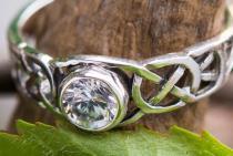 Keltischer Damenring ~ TÂMIA ~ 0.6 cm - Diamant Kristall - Verlobungsring - Celtic Freundschaftsring - Silber - Windalf.de