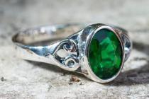 Damen Ring ~ ALRANA ~ Grüner Smaragd - Zirkonia Kristall - Silber - Windalf.de