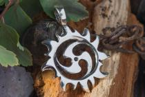 Keltischer Triskele Anhänger ~ SURIYA ~ Sonnen-Symbol - Silber - Windalf.de