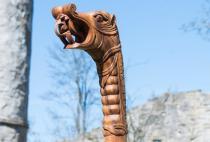 Mittelalter Wanderstock ~ TYRION ~ 130 cm - Wikinger Drachen Spazierstock - Handarbeit aus Holz - Windalf.de