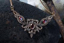 Gotische Halskette ~ ALADRIA ~ Mittelalter-Schmuck - Roter Kristall - Bronze - Windalf.de