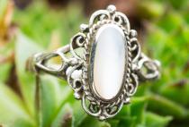 Zarter Ring ~ LÎNA ~ Weißer Perlmutt - Silber - Windalf.de
