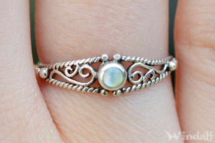 Zarter Boho Ring ~ NAIRNE ~ h: 0.5 cm - Perlmutt - Mittelalterliche Ornamentik - Vintage Silber - Windalf.de