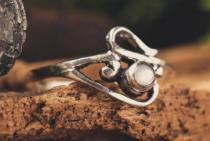 Zarter Ring ~ ELINA ~ h: 0.9 cm - Perlmutt Princess - Silber - Windalf.de