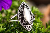 Damen Ring ~ RIHANNON ~ h: 2 cm - Weißer Stein - Silber - Windalf.de