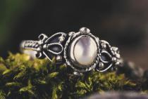 Mediaval Zehenring ~ PERLA ~ 0.8 cm - Weißer Stein - Midi Ring - Vintage Silber - Windalf.de