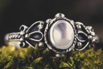 Mediaval Zehenring ~ PERLA ~ 0.8 cm - Weißer Stein - Midi-Ring - Vintage Silber - Windalf.de