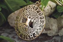 Schmuck-Anhänger ~ BARUNA ~ h: 5 cm - Keltischer Lebensbaum - mit Runen - Bronze - Windalf.de