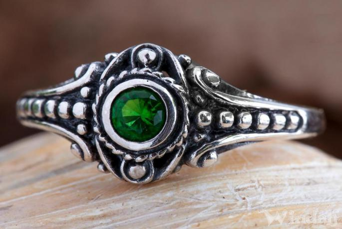 Asatru Damen Silberring ~ AMARA ~ h: 0.8 cm - Wikinger Schmuck Ring - Grüner Smaragd - Vintage Silber - Windalf.de