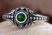 Asatru Damen Silberring ~ AMARA ~ 8 mm - Wikinger Schmuck Ring - Grüner Smaragd - Vintage Silber - Windalf.de