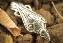 Wikinger Fibel ~ MUNIN ~ Odins Rabe - Antik Silber - Windalf.de