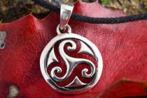 Celtic Schmuck Anhänger ~ NEVINA ~ Ø 2.2 cm - Keltisches Triskele Amulett - Silber - Windalf.de